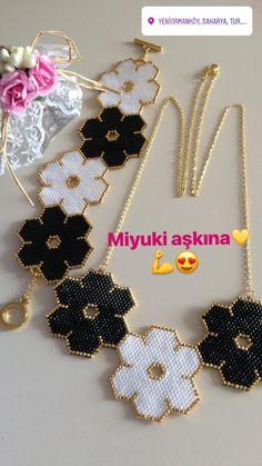 Peyote Bracelet, Seed Bead Bracelets, Beaded Chocker, Beaded Jewelry, Flower Patterns, Crochet Patterns, Brick Stitch Earrings, Beaded Crafts, Flower Bracelet