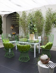 love the green!! and the draped fabric ....