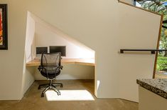 Bureau onder trap strak design