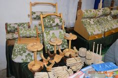 Lace Pillows, Craft Displays, Lacemaking, Bobbin Lace, Antique Lace, Capes, Tools, Antiques, Bobbin Lacemaking