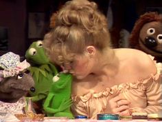 Bernadette Peters and Robin the Frog