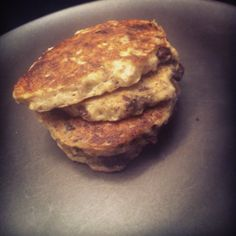 (Healthy) Chocolate Chip Oatmeal Cookie Pancakes. Uses banana as it's base, no added sugar and tastes AH-mazing!