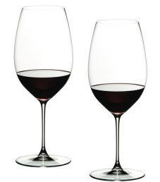 Riedel Veritas, a grape varietal wine glass collection for the century. Unsurpassed in thinness and lightness, the bowls of Veritas are based on the individual grape varietal characteristics. Gorgeous, lasting quality and dishwasher safe. Shiraz Wine, Wedding Gift List, Wine Collection, Lassi, Cabernet Sauvignon, Pinot Noir, Lorem Ipsum, Old World, Gin