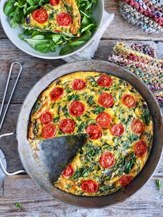 Frittata med spinat, tomater og ost Norwegian Food, Norwegian Recipes, Tomato And Cheese, Frittata, Fodmap, Pulled Pork, Vegetable Pizza, Nom Nom, Food And Drink