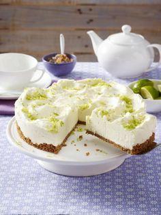 Wer Hugo mag, wird diese Hugo-Torte lieben. Ein crunchiger Boden und eine feine Creme, verfeinert mit Holunderblüten und Prosecco - das sommerliche Rezept.