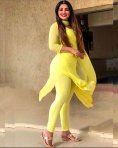 Beauty Full Girl, Beauty Women, Most Beautiful Bollywood Actress, Indian Actress Hot Pics, Bollywood Girls, Beautiful Girl Indian, Voluptuous Women, Curvy Women Fashion, Sexy