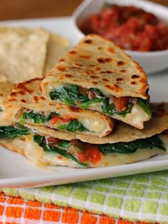 Spicy Spinach Quesadilla - Dig into a cheesy, easy Mexican dinner with these… Spinach Quesadilla, Quesadilla Recipes, Chicken Quesadillas, Corn Tortilla Quesadilla, Shrimp Quesadilla, Vegetarian Quesadilla, Gourmet Recipes, Mexican Food Recipes, Cooking Recipes