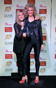 Olivia Newton John Real and wax Sandy at the Wax museum, both look stunning and gorgeous! Olivia Newton John Grease, Grease 1978, Grease 2, Sandy Grease, Costume Halloween, Clueless Quotes, Look 80s, Grease Is The Word, Grease Live
