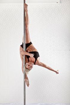 Melanie Mosler Die Europameisterin im Poledance 2010 gründete im Jahr 2007 ihre eigene Pole-Dance Schule in München. Polefitness/Poledance ist eine Mischung aus akrobatischen Figuren und leichten tänzerischen Bewegungen an einer Tanzstange (Pole). Booking/Anfragen: https://www.atisto.de/profile/detail/22