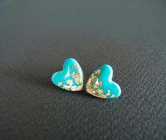 Turquoise Heart Stud Earrings - Polymer Clay and Resin Jewelry(Etsy のLaLiLaJewelryより) https://www.etsy.com/jp/listing/117059020/turquoise-heart-stud-earrings-polymer