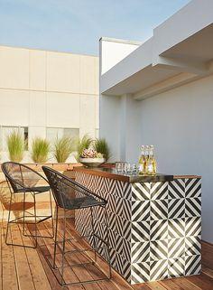 ideas for patio bar design decks Outdoor Tiles, Outdoor Rooms, Outdoor Living, Outdoor Decor, Outdoor Retreat, Outdoor Kitchen Bars, Outdoor Kitchen Design, Outdoor Bars, Outdoor Spaces