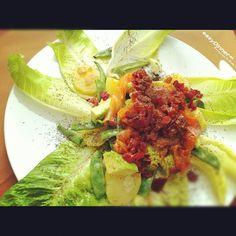 Ensalada de Patatas y Salmón con Vinagreta de Cebolla Roja