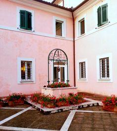 La corte di @Villa Zuccari #InMontefalco foto di @AleGiovanile