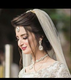 Pakistani Bride Hairstyle, Bridal Hairstyle Indian Wedding, Pakistani Bridal Makeup, Pakistani Wedding Outfits, Indian Bridal Hairstyles, Pakistani Dresses, Indian Outfits, Asian Bridal Dresses, Wedding Dresses For Girls