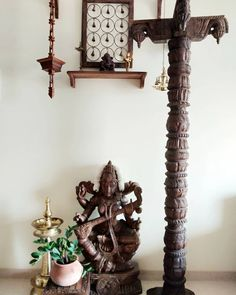 A Heady Brew of Traditional Indian and Vintage Charm: Pratibha's Nest in Mumbai – A Cauldron Full of Love Ethnic Home Decor, Indian Home Decor, Indian Decoration, Barn Wood Mirror, Indian Inspired Decor, Indian Room, Rustic Vintage Decor, Wooden Brackets, Local Craft Fairs