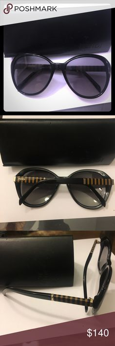 Fendi oval sunglasses style #FS5348 Black Fendi oval sunglasses, authentic and like new (very minor scratches). Style #FS5348- please let me know any questions you have ! Black. Comes with case! Fendi Accessories Sunglasses
