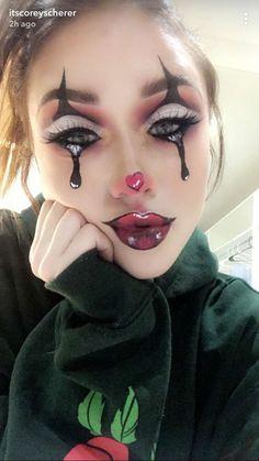Stunning Mime Halloween Costume for Girls Halloween Makeup Clown, Amazing Halloween Makeup, Halloween Looks, Diy Halloween, Jester Makeup, Mime Makeup, Maquillage Phosphorescent, Halloween Costumes For Teens Girls, Makeup For Teens