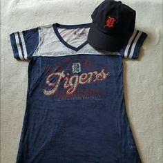 BUNDLE!! Tigers tshirt and hat! Hat was never worn and the shirt is like new! Open to offers Tops Tees - Short Sleeve