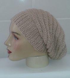 Touca longa. Confecção com lã de ótima qualidade. Trabalho Artesanal  Comprimento. 28 cm 8913964c8f6