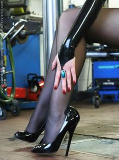 Hot Heels, Sexy High Heels, Beautiful High Heels, Sexy Legs And Heels, Pantyhose Heels, Stockings Heels, Black Pantyhose, High Heel Boots, High Heel Pumps