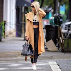 Raincoats For Women Beautiful Code: 6217587822 Vinyl Raincoat, Cute Workout Outfits, Athleisure Outfits, Gym Gear, Gym Style, Raincoats For Women, Yoga Fashion, Athletic Fashion, Fashion Styles