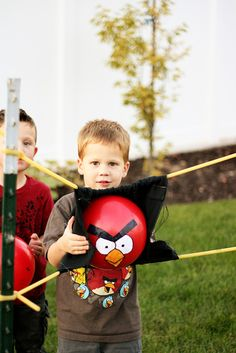 Nature's Heirloom: Angry Birds Birthday Party[ I may actually do this for Connors birthday this year! Cumpleaños Angry Birds, Festa Angry Birds, Bird Birthday Parties, Birthday Fun, Birthday Ideas, Bird Theme, Party Games, Gym Games, Sling Shot
