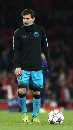 Lionel Messi of Barcelona warms up prior to the UEFA Champions League round of 16 first leg match between Arsenal and Barcelona on February 2016 in London, United Kingdom. Messi Neymar, Messi Soccer, Barcelona Champions League, Uefa Champions League, Messi 2015, Cr7 Junior, Messi Photos, Arsenal Fc, Best Player