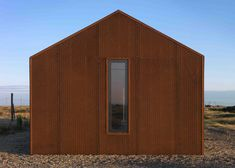 Pobble House by Guy Hollaway is a holiday home on Dungeness beach