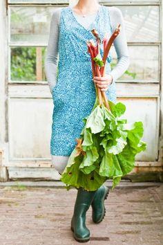 Farmgirl fresh rhubarb, I can already taste that rhubarb pie, warm from the oven., with ice cream...............