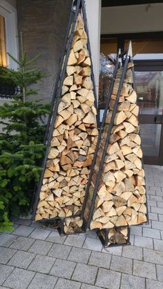 Firewood storage - Garden Design Tips Outdoor Firewood Rack, Firewood Holder, Firewood Storage, Outdoor Projects, Wood Projects, Christmas Diy, Christmas Decorations, Wood Store, Deco Originale