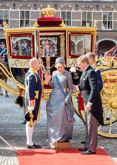 King Willem-Alexander of The Netherlands and Queen Maxima of The Netherlands arrive at the Binnenhof for the annual opening of the Parliamentary year Prinsjesdag 2018 in The Hague, Netherlands. Dutch Princess, Princess Kate, Beauty And Fashion, Royal Fashion, King Of Netherlands, Prince Day, House Of Romanov, Dutch Royalty, Casa Real
