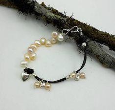 Pérolas de Cultivo, Água Doce, Cor Nude, Fio de Couro Prata 950. Pearl Bracelets