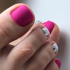 Semi-permanent varnish, false nails, patches: which manicure to choose? - My Nails Pedicure Designs, Pedicure Nail Art, Toe Nail Designs, Pedicure Ideas, Art Designs, Pretty Toe Nails, Cute Toe Nails, My Nails, Toe Nail Color
