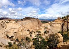 Hoxby Associate & Content Strategist @mikeboyink is living the #DigitalNomad dream touring the #USA in an RV with his family. Today they celebrated Free National Parks week by hiking a slot canyon at Tent Rocks outside #SantaFe. We love your #Workstyle Mike!  @ditchingsuburbia #RemoteWork #OfficefortheDay #FreelanceLife #Freedom #FlexibleWork #NewMexico #MondayMotivation by hoxbycollective