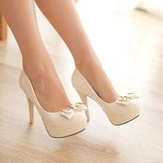 White heels with a bow❤️ heels, bow, white❤️ Dream Shoes, Crazy Shoes, Me Too Shoes, Cute High Heels, Platform High Heels, Pretty Shoes, Beautiful Shoes, Bow Heels, Shoes Heels