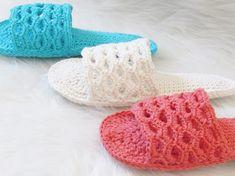 Crochet Sandals Free Pattern - Crochet Dreamz Basic Crochet Stitches, Crochet Basics, Crochet Slipper Pattern, Crochet Patterns, Crochet Sandals Free, Crocodile Stitch, Crochet Woman, Crochet Hair, Chunky Crochet