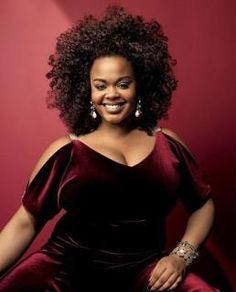 Singer/actress Jill Scott, looks regal in a classy, peekaboo-cut, cranberry velvet gown. This is one of her best looks. Style Garçonne, Style Afro, Jill Scott, My Black Is Beautiful, Beautiful People, Curly Hair Styles, Natural Hair Styles, Pelo Natural, Black Girls Rock