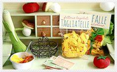 Selbstgemachte Pasta für die Kinderspielküche oder den Kaufladen