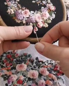 Hand Embroidery Patterns Flowers, Hand Embroidery Projects, Hand Embroidery Videos, Embroidery Stitches Tutorial, Hand Work Embroidery, Creative Embroidery, Simple Embroidery, Silk Ribbon Embroidery, Hand Embroidery Designs
