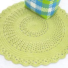 Free crochet patterns and ideas! Crochet patterns for rugs, blankets, baskets and bags. Doily Patterns, Crochet Patterns, Painting Carpet, Afghan Rugs, Beige Carpet, Red Carpet, Crochet Home, Crochet Doilies, Floor Rugs