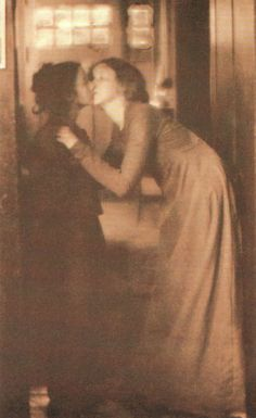 Clarence H White The Kiss