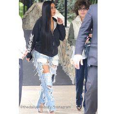 Celebrity Style   海外セレブ最新ファッション情報 : 【キム・カーダシアン】かなりハードなダメージデニムを着こなしたストリートスタイルでお出かけ!