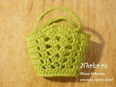 Beach bag (pattern in Russian on website) Crochet Crafts, Crochet Dolls, Easy Crochet, Crochet Baby, Crochet Projects, Knit Crochet, Barbie Knitting Patterns, Barbie Patterns, Crochet Patterns