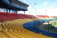How I miss Rosenblatt Stadium-where the College World Series played every year...I wish it was around