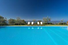 Villa Odissea || Italien - Toskana || www.sonnigetoskana.ch ||  Arezzo, 11 Schlafzimmer, Privater Pool. Bei Castelfranco di Sopra liegt dieses ruhig und idyllisch im Grünen gelegene Anwesen, von dem aus man einen wunderbaren, weiten Blick in die landschaftliche Umgebung geniesst. Das Anwesen verteilt sich über zwei Häuser. #toskanavillen #italyvillas #tuscanyvillas #italianvillas #Toskana #Ferienhaus #Casalio #Urlaub #Reisen #Villa #SonnigeToskana #Luxus #VillaOdissea