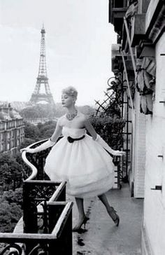 Poofy dress, Balcony, Paris...Perfect.