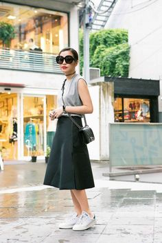 Japan Street Style // grey // black // sneakers // chanel