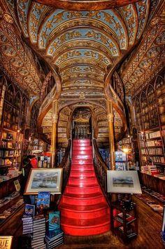 Книжный магазин Livraria Lello (Porto, Португалия)