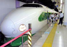 開業時の塗装に戻った200系の新幹線車両=2007年5月、JR上野駅 High Speed Rail, Tokyo 2020, Electric Train, Speed Training, The Beautiful Country, Train Travel, Locomotive, Old School, Bullet
