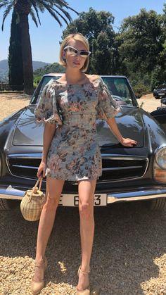 Emma Roberts Style, Emma Rose, American Actress, Mercedes Benz, Hair Cuts, Cold Shoulder Dress, Singer, Actresses, Mamma Mia